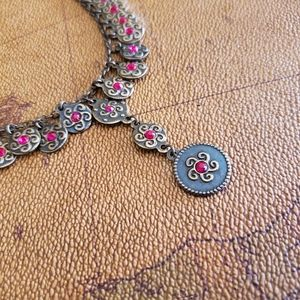 """NECKLACE VINTAGE with magenta centers 17"""" to 18""""*"""